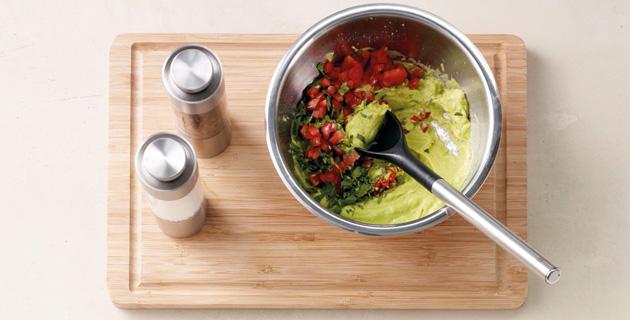 Step-by-Step: Feurige Avocadocreme zubereiten