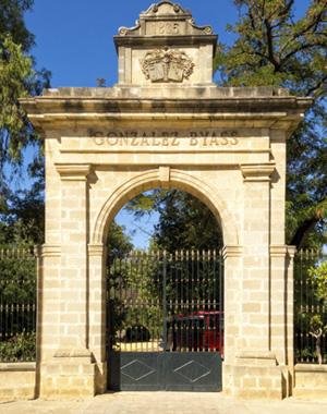 Das Tor zum Anwesen von González Byass, Jerez de la Frontera (Spanien)