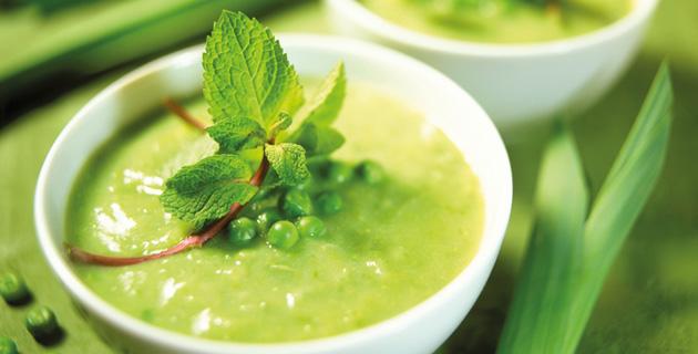Erbsen-Lauch-Suppe mit frischer Minze