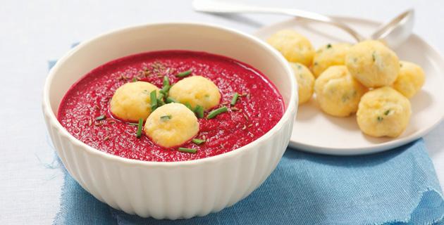 Rote-Bete-Suppe mit selbst gemachten Käseklösschen