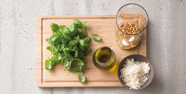 Step-by-Step: Pesto einfach selbst zubereiten