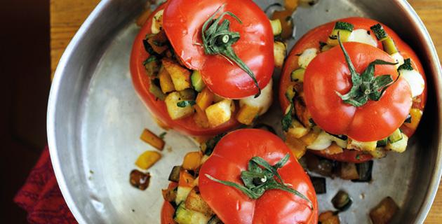 Gefüllte Tomaten mit Paprika, Auberginen und Zucchini