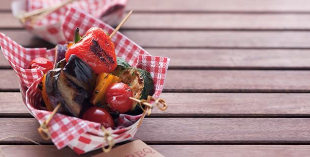 Vegetarische Grillspieße mit Aubergine und Paprika