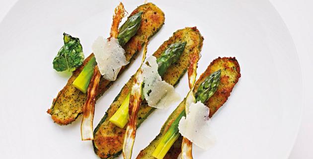 Sommerliche Zucchini-Schnitzel mit grünem Spargel