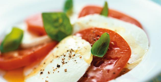 Caprese – Tomaten mit Mozzarella und Basilikum