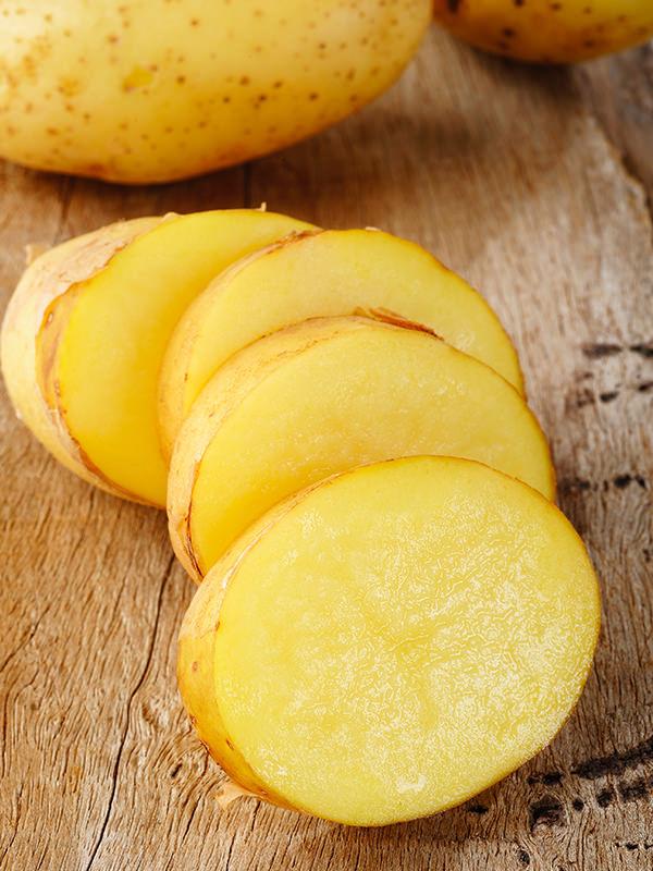 Die Beigabe von Kartoffeln kann versalzene Gerichte retten.