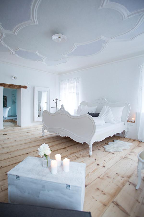Eines der vielseitig und stilvoll eingerichteten Zimmer im Hotel Kirchenwirt