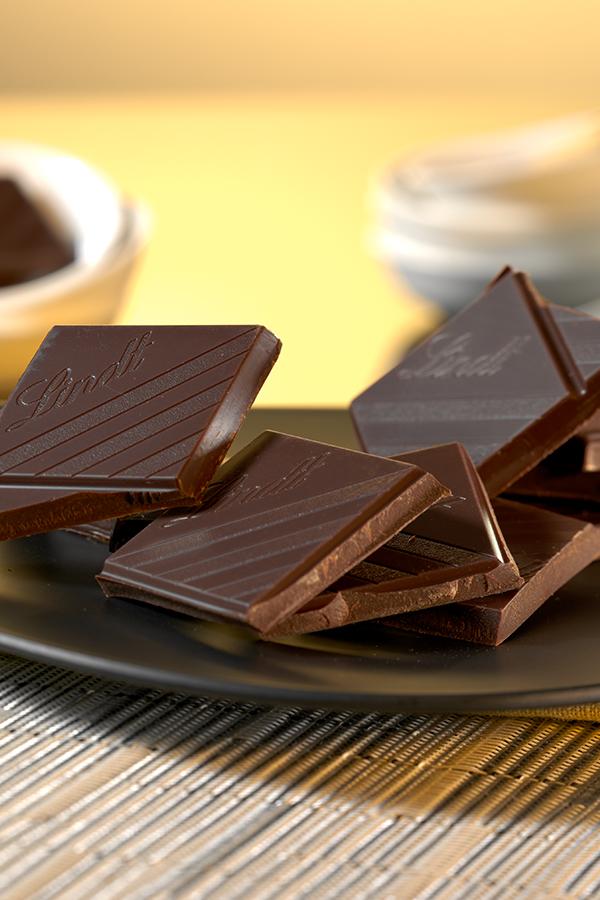 Die Optik der Bruchkante lässt Aussagen über die Qualität von Schokolade zu