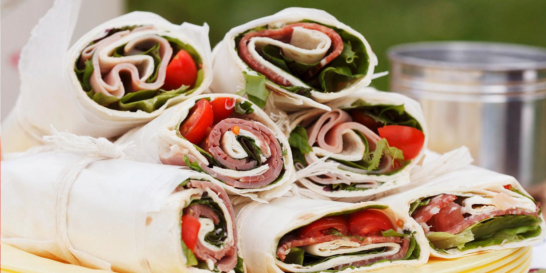 Herzhafte Sommer-Wraps mit Frischkäse und Salat