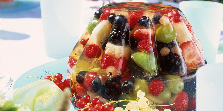 Gestürztes Gelee-Dessert mit Früchten