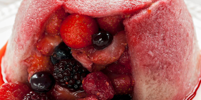 Summer Pudding mit gemischten Beeren