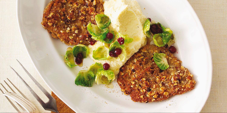 Rehschnitzel mit Selleriepüree und glasiertem Rosenkohl