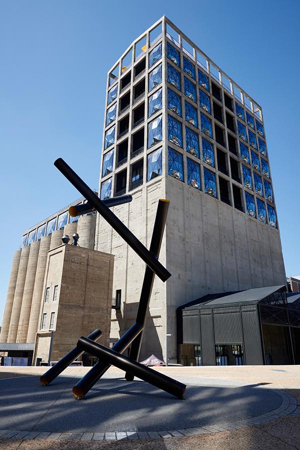 Der imposante Industriebau mit modernstem Design
